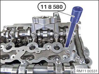 11 12 100 Removing and installing cylinder head (B38A)