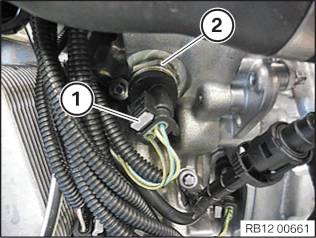 12 61 280 Removing and installing/replacing the oil pressure switch