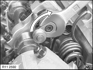 11 31 034 Removing and installing/replacing right intake
