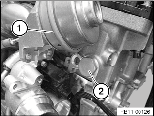 11 31 090 Installing and removing/replacing chain tensioner