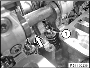 11 37 020 Removing and installing/replacing servomotor for