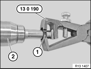 13 53 310 Removing and installing or replacing an injector (N53, N54