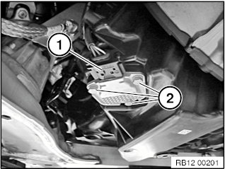 12 61 285 Removing and installing/replacing oil level sensor
